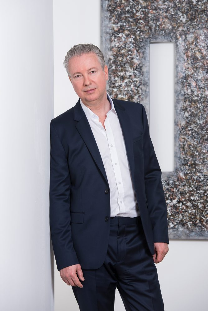 Dr. Bernhard Schlechta